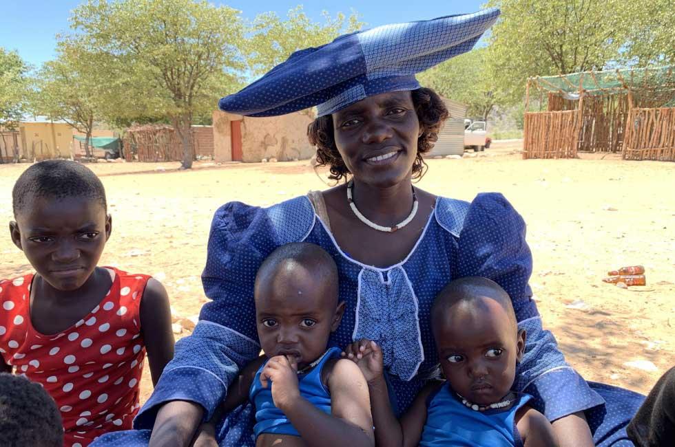 femme herero robe bleue traditionelle